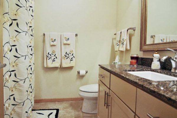 HRK_8890_bathroom_0
