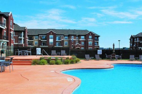 Pool-looking-towards-Jefferson-Bldg